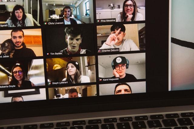 人数多めのWebミーティング画像